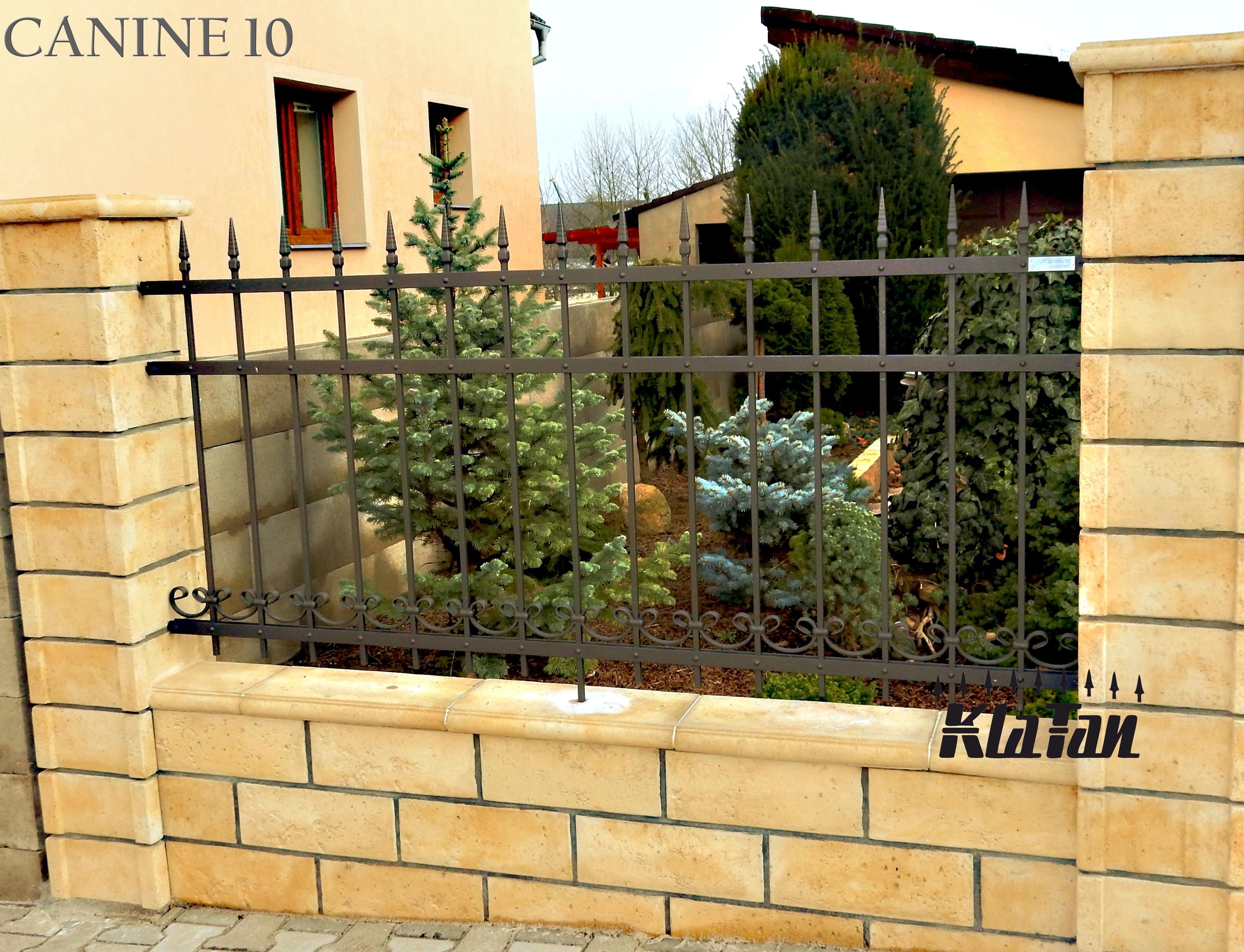 Kovaný plot bude slušet i vašemu rodinnému domu